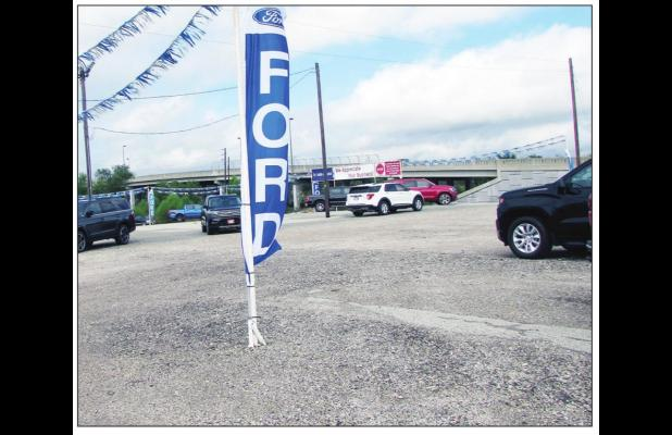 Auto dealers dealing with scarce inventory